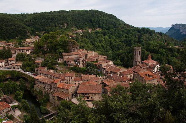 תצפית על הכפר רופיט, מכפרי האבן הציוריים בפירנאים