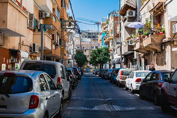 """שכונת פלורנטין בתל אביב. שילוב של עסקים קטנים, אמנים, צעירים ופרויקטים נדל""""ניים"""