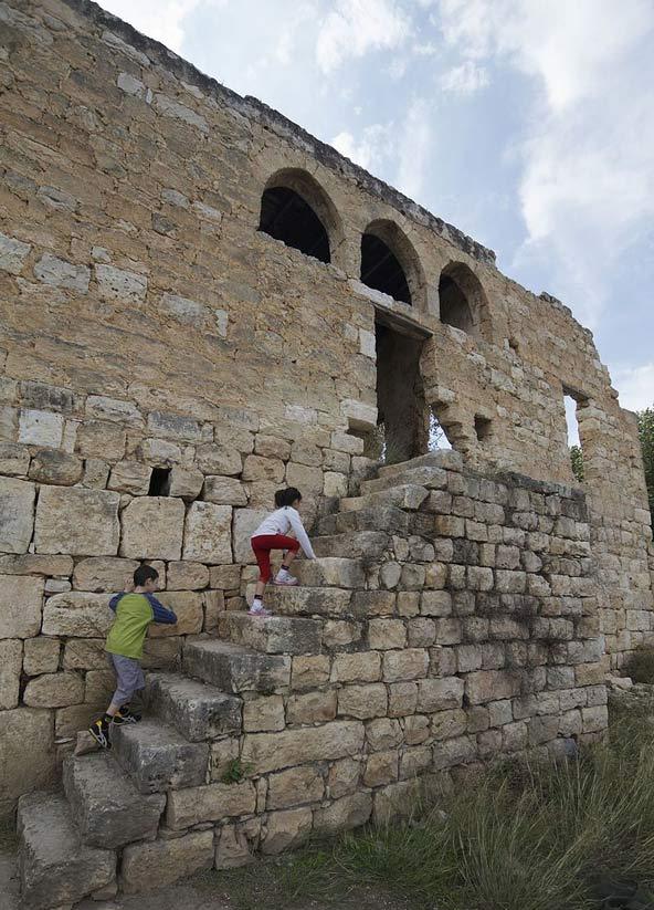 המדרגות במבנה הדרומי בחרבת געתון