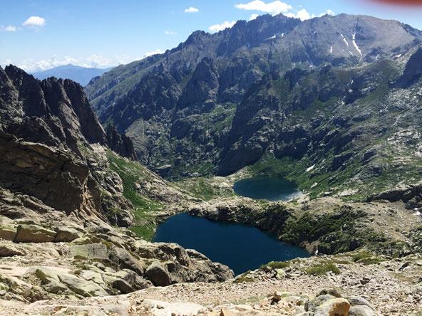 מבט על אגם Lac de Melo | צילום גיא קלומק
