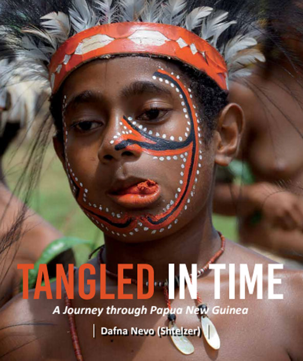 Tangled in Time, עטיפת הספר של דפנה נבו על המסע בפפואה ניו גיני