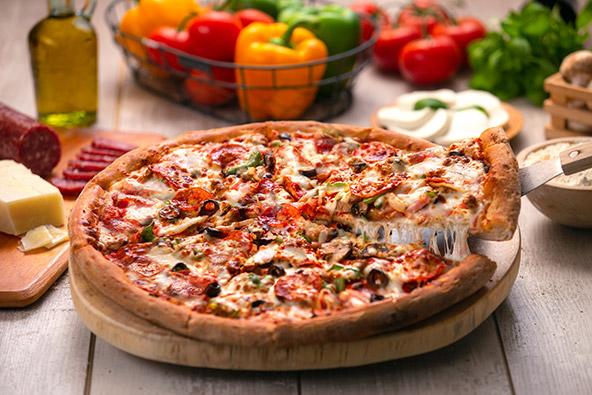 מרגע שעזבה את איטליה, הפיצה קיבלה על עצמה עוד ועוד תוספות