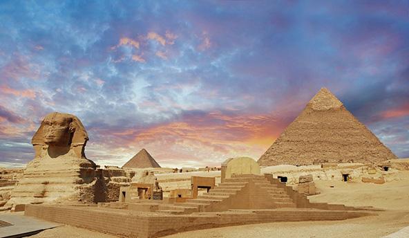 הפירמידות והספינקס בגיזה. כשעומדים למרגלותיהן קשה שלא לחוש הערצה למי שבנה את הפלא הזה