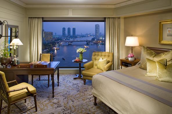 חדר במלון מנדרין אוריינטל. בבנגקוק תמצאו אפשרויות לינה מגוונות, מאכסניות זולות ועד מלונות פאר