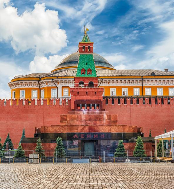 המוזילאום של לנין. למרות שביקש להיקבר בסנט פטרסבורג, אחרי מותו הוחלט לקבור אותו דווקא במוסקבה