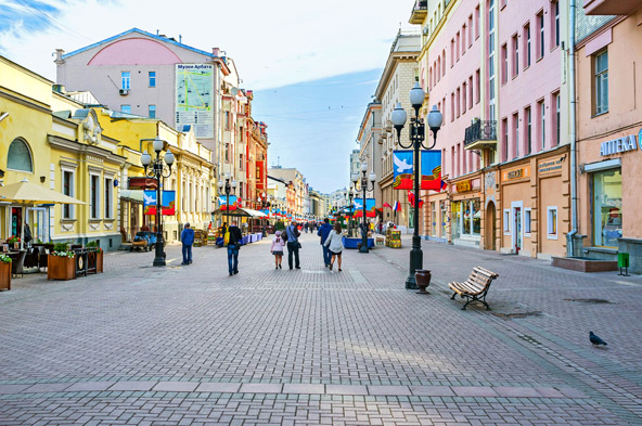 מדרחוב אוליצה ארבאט, אחד האזורים החביבים על תיירים בשל הבניינים היפים והחנויות הרבות