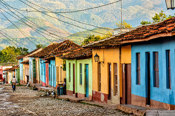 בתים צבועים בשלל צבעים בעיר טרינידד