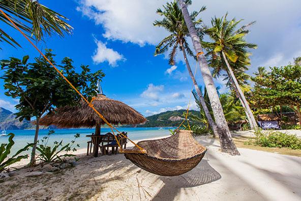 חוף באי פלאוואן בפיליפינים. הגשמת הפנטזיות על חוף טרופי