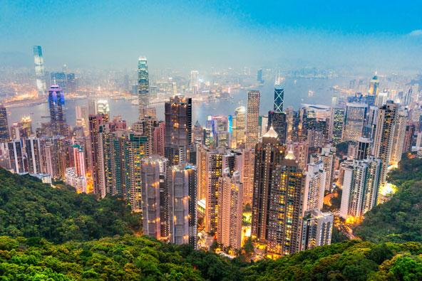 קו הרקיע המדהים של הונג קונג מפסגת ויקטוריה. מומלץ לחכות לערב, כשהאורות נדלקים