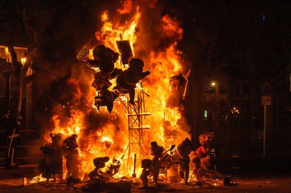 לאס פאליאס, מצעד האש