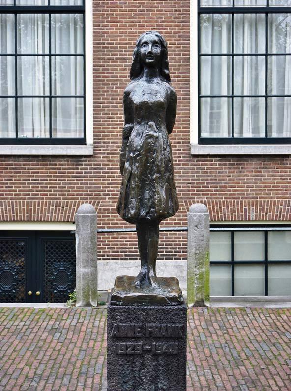 פסל של אנה פרנק באמסטרדם