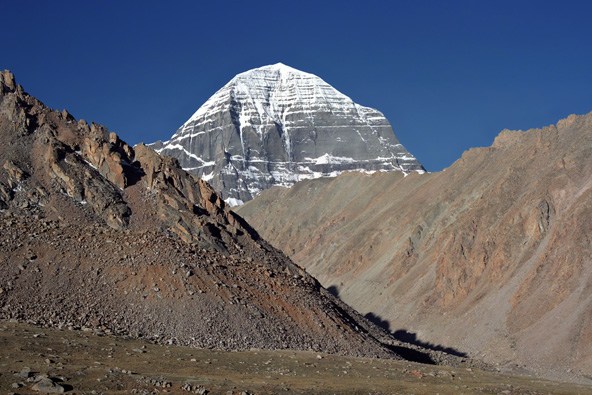 פסגתו המושלגת של הר קאילש, הנחשב למרכז העולם | צילומים: שאטרסטוק