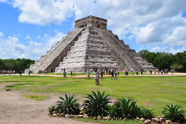הפירמידה הגדולה בצ'יצ'ן איצה שבחצי האי יוקטן במקסיקו