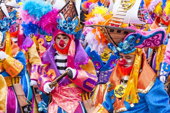 התהלוכה הסוגרת את הקרנבל של טנריף בסנטה קרוז, בירת האי