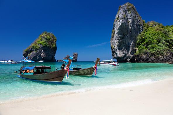 קו פי פי. עם חופים כאלה תתקשו להתרחק מהקו המים, אבל שווה לטייל גם במרכז האי