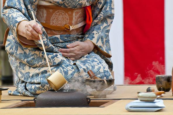 טקס תה יפני. גם זה חלק מהזן בודהיזם