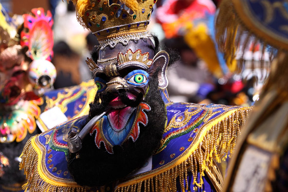 קרנבל השטן באורורו, בוליביה. מוטיבים נוצרים מעורבים