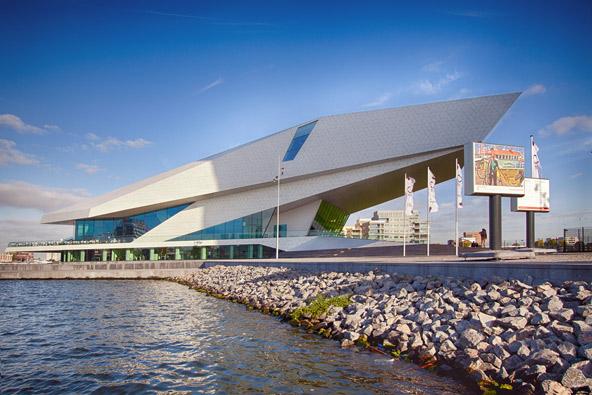 המבנה הייחודי של מוזיאון הקולנוע EYE בצפון אמסטרדם