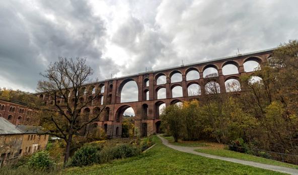 יותר מ-20 מיליון לבנים אדומות נדרשו כדי לבנות את גשר גולטזך