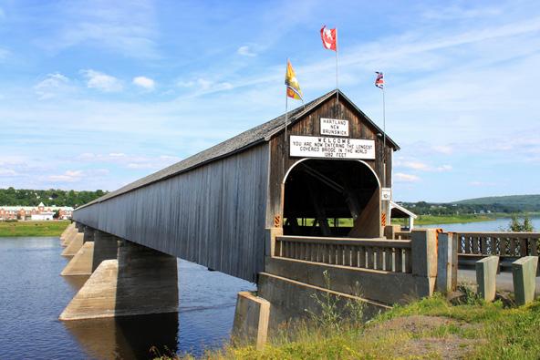 גשר הרטלנד נפתח ב-1901, אז חצו אותו כרכרות
