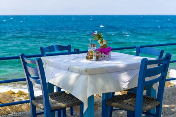 שולחן מול הים: טברנה ברתימנון