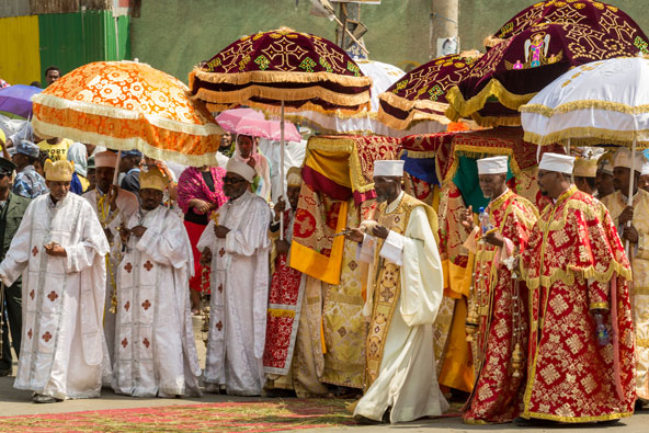 המטריות הססגוניות נועדו להגן ולשמור על ארון הברית