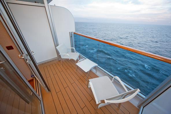 החדרים באנייה נעים מחדרים פנימיים קטנים ועד לסוויטות רחבות ידיים עם מרפסת המשקיפה לים