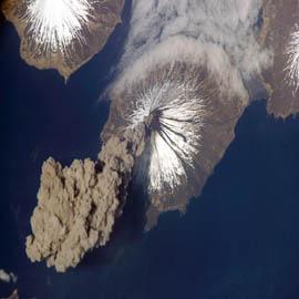"""מפת הר הגעש קליבלנד מתפרץ, איי אלאוטיאן, אלסקה, ארה""""ב"""