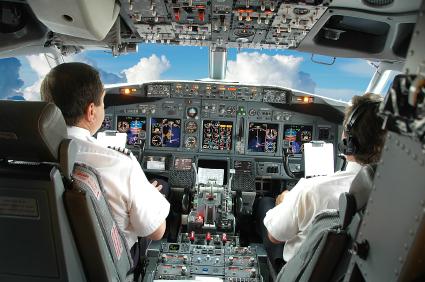 מחקר חדש: שינה בזמן הטיסה משפרת תפקוד הטייס