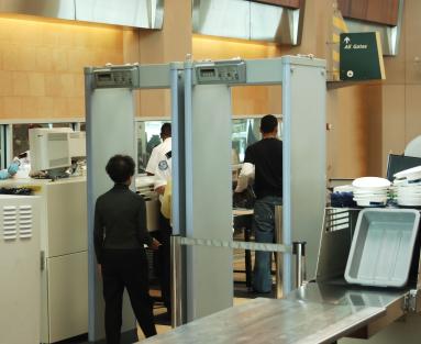 טכנולוגיה מתקדמת תחליף בדיקה ביטחונית בשדה תעופה