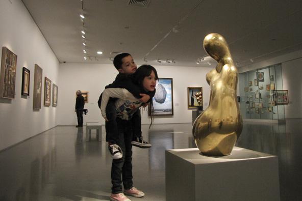 בילוי משפחתי במוזיאון