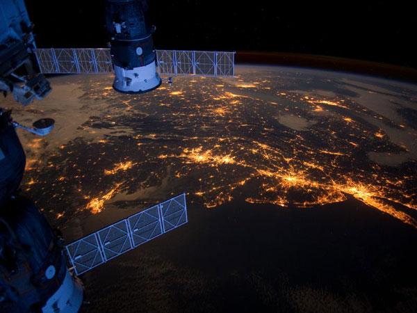 לילה נוצץ: מזרח ארצות הברית מהחלל