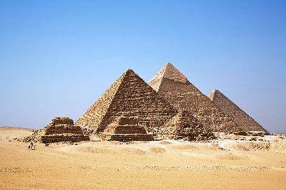 תיירים מנסים לעזוב את מצרים; הפירמדות נסגרו