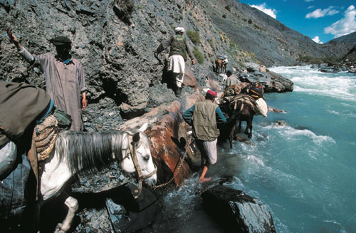 אפגניסטאן: מסע על מים סוערים