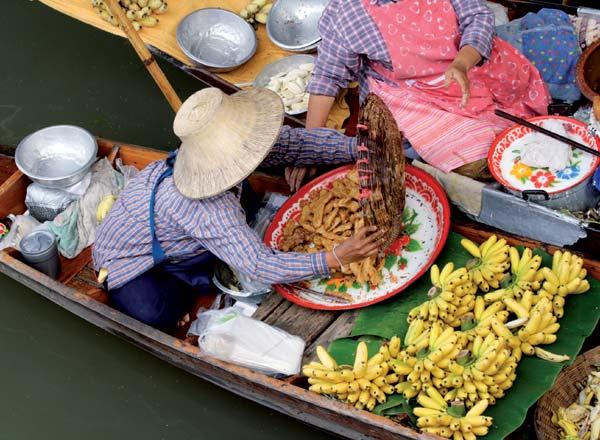 אוכל רחוב תאילנדי: בועט, מלהטט, מהפנט