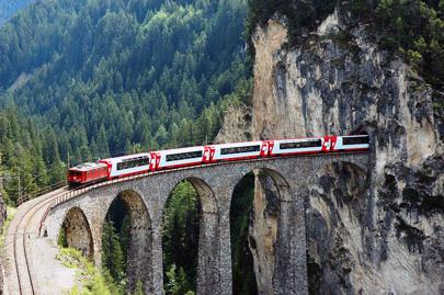 טיולי רכבות: בין שני פסים מקבילים עובר חופש גדול