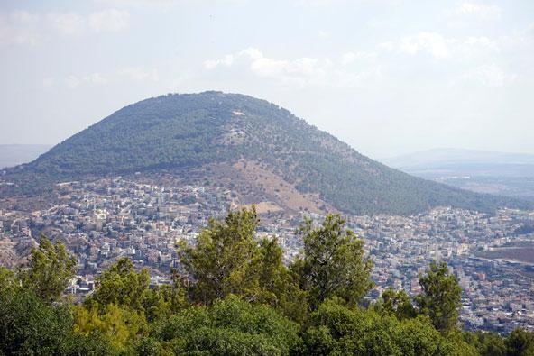הגליל התחתון: מעשה בחמישה הרים