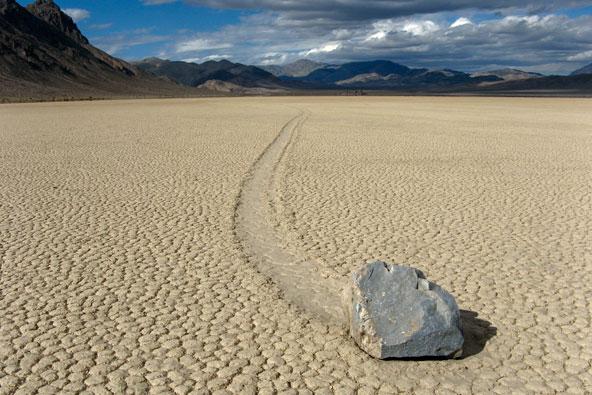 קליפורניה: עמק האבנים המתגלגלות