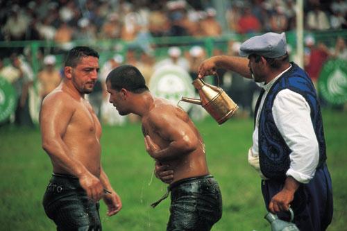 אדירנה, תורכיה: גברים בשמן זית