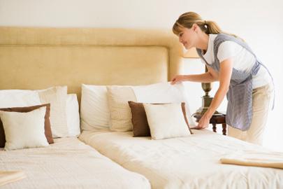 מחקר חדש: עגלת החדרנית במלון מסכנת את בריאותכם