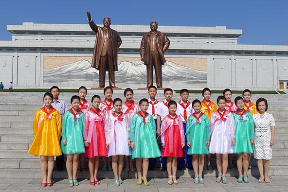 צפון קוריאה פותחת את השערים