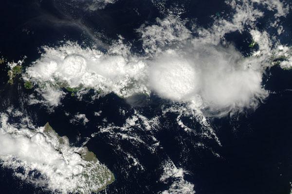 מגדלי עננים – צילום מהחלל