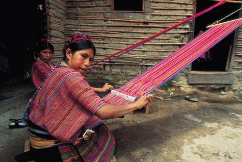 גואטמלה: שירת החוטים של בנות המאיה
