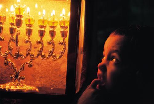 חנוכיות בירושלים – כשאור דולק בחלונך