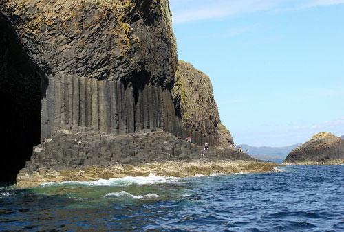 מערת פינגל בסקוטלנד – שירת הים