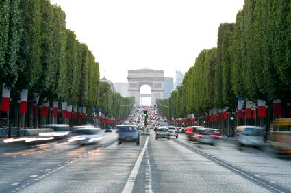 יום הבסטיליה בפריז: חגה של אומה מרדנית