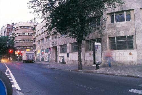 בית פרומין, משכן הכנסת הראשון, בסכנה