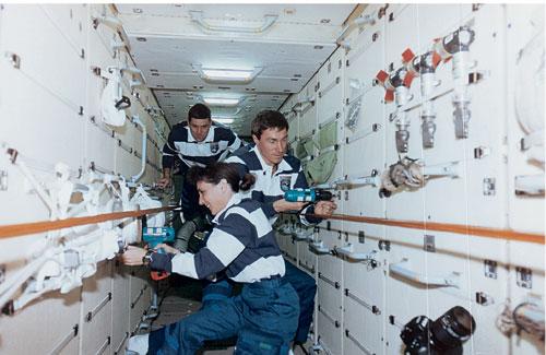 תחנת החלל הבינלאומית: כשאין לאן לברוח