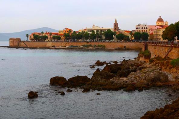 סרדיניה: כף עתיקה וטעמים קטלאניים