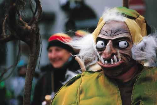 שוויץ – פסטיבל פאסנאכט: הכבוד של פריצי